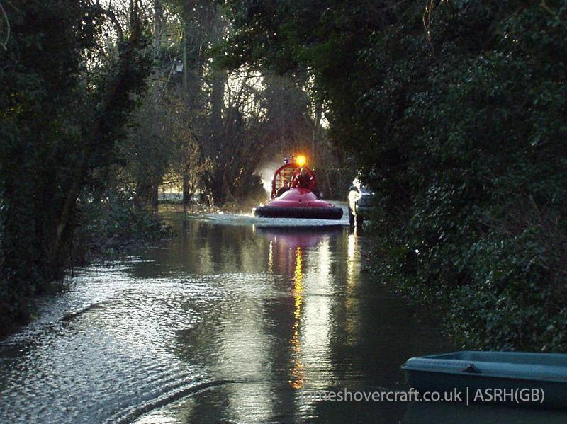 Association of Search and Rescue Hovercraft (Great Britain) - Volunteers at a flood reponse call in Wraysbury (Paul Hiseman).