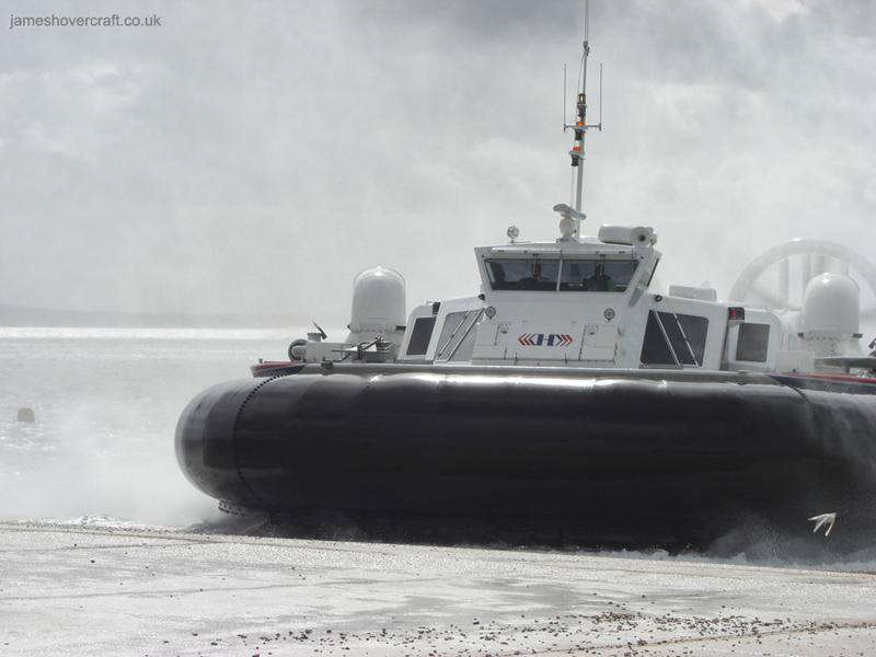 Hoverwork British Hovercraft Technology BHT-130 - Tracking into the wind at Southsea (James Rowson).