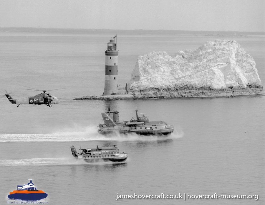 BH7 flying with other Royal Navy hovercraft -   (The <a href='http://www.hovercraft-museum.org/' target='_blank'>Hovercraft Museum Trust</a>).