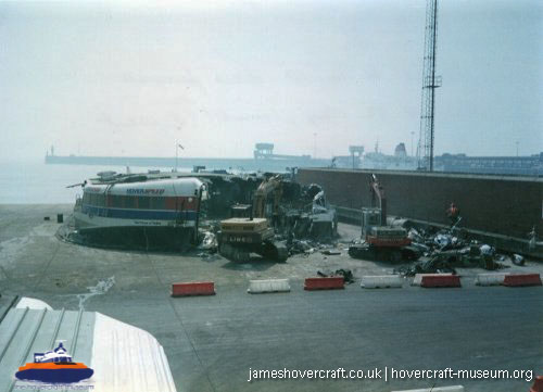 SRN4 The Prince of Wales (GH-2054) being demolished after the fire -   (The <a href='http://www.hovercraft-museum.org/' target='_blank'>Hovercraft Museum Trust</a>).