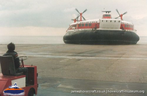 SRN4 Sir Christopher (GH-2008) with Hoverlloyd -   (The <a href='http://www.hovercraft-museum.org/' target='_blank'>Hovercraft Museum Trust</a>).