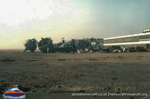 Vosper-Thornycroft VT1 being scrapped -   (The <a href='http://www.hovercraft-museum.org/' target='_blank'>Hovercraft Museum Trust</a>).