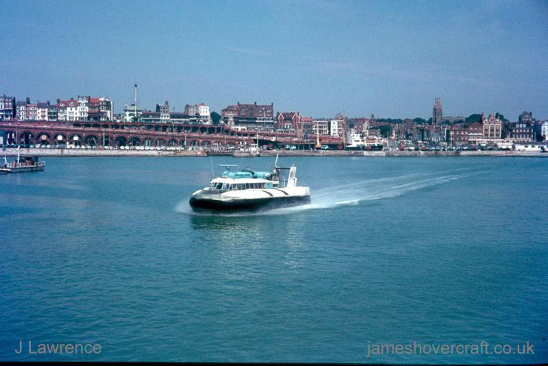 The SRN6 with Hoverlloyd - Leaving Ramsgate (Pat Lawrence).