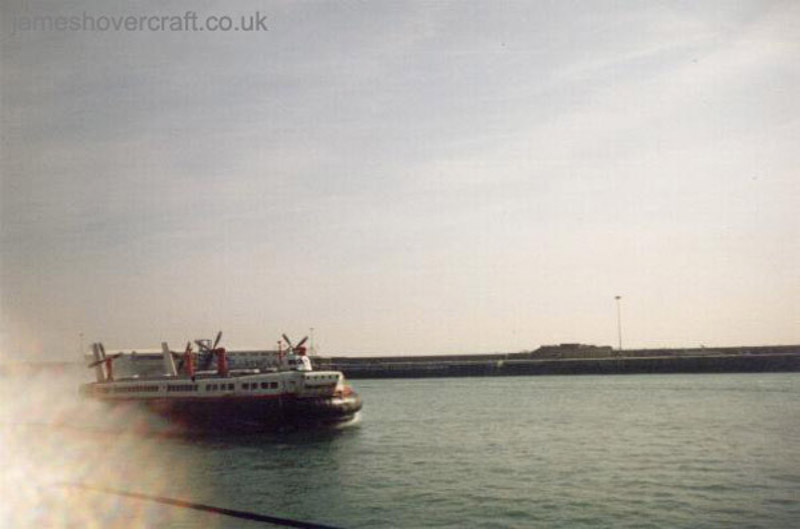 The last days of the SRN4 cross-channel service with Hoverspeed - The Princess Margaret (GH-2007) arriving at Dover past the Prince of Wales Pier (Thomas Loomes).