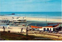 Old postcards from Boulogne Hoverport, France - Seaspeed SRN4s at Boulogne Hoverport (N Levy).